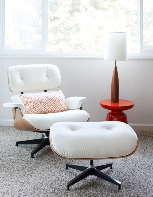 Eames Lounger in white